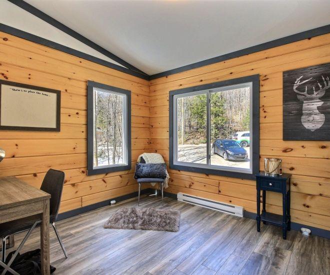 Outaouais Log Homes Hillside